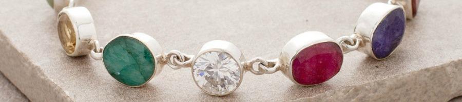 heart-chakra-stones-Emerald