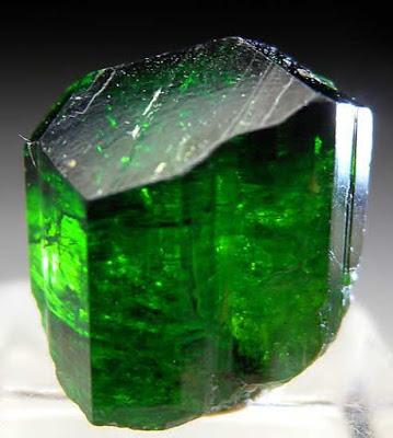 heart-chakra-stones-Green-Tourmaline